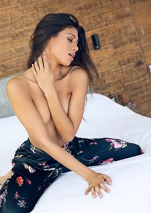 Hannah Quinlivan  nackt